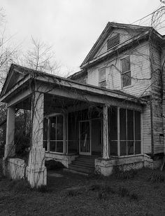 Abandoned house in the Lake Washington area of Mississippi, near the Mount Holly Mansion.