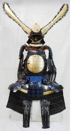 How do you walk with that helmet? Samurai Helmet, Samurai Weapons, Samurai Swords, Arm Armor, Body Armor, Martial, Lamellar Armor, Battle Dress, Japanese Warrior