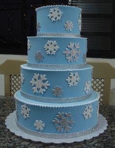 bolo falso em eva frozen