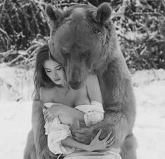 Aww I could use a bear hug Beautiful Creatures, Animals Beautiful, Animals And Pets, Cute Animals, Foto Picture, Tier Fotos, Mundo Animal, Character Inspiration, Black And White