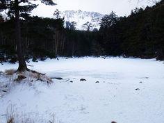 みどり池から見る天狗岳。稲子湯からみどり池・中山峠 八ヶ岳登山ルートガイド。Japan Alps mountain climbing route guide