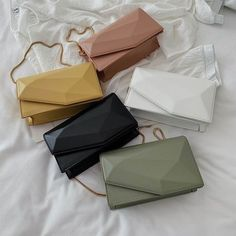 Leather Bags For Women and Men – Shija Leather Accessories Fashion Handbags, Purses And Handbags, Fashion Bags, Leather Handbags, Leather Bags, Sacs Design, Leather Bag Pattern, Accesorios Casual, Mode Streetwear