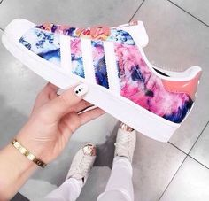Adidas Women Shoes - Tendance Chausseurs Femme 2017 adidas superstar - We reveal the news in sneakers for spring summer 2017 Women's Shoes, Cute Shoes, Me Too Shoes, Shoe Boots, Shoes Style, Shoes Sneakers, Yeezy Shoes, Louboutin Shoes, Platform Shoes