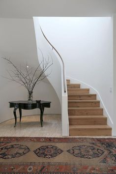 Inspiration: The curved staircase - greige design Interior Stairs, Home Interior Design, Interior Architecture, Curved Staircase, Staircase Design, Spiral Staircases, Standard Staircase, Modern Stairs, House Stairs