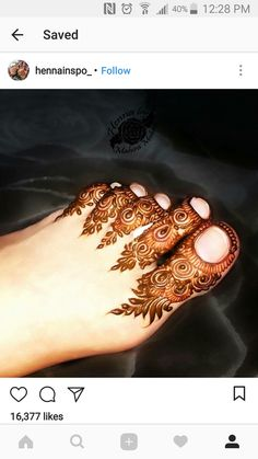 Mehndi floral pattern for toes Arabic Bridal Mehndi Designs, Arabian Mehndi Design, Mehndi Designs Feet, Indian Henna Designs, Legs Mehndi Design, Mehndi Designs For Girls, Modern Mehndi Designs, Mehndi Design Pictures, Beautiful Mehndi Design