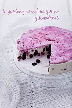 Yoghurt cheesecake with blueberries cold