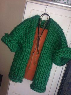 Super chunky double-faced cardigan Like Kimono Giant Knitting, Arm Knitting, Vogue Knitting, Vintage Crochet Patterns, Knitting Patterns, Knitting Tutorials, Stitch Patterns, Chunky Wool, Chunky Knits