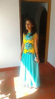 Flower print sleeveless top and plane long skirt