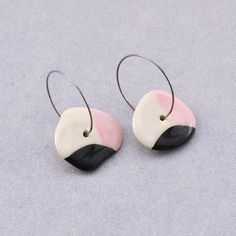 Round earrings for an all-round day! Look at these: a dash of pink and a drop of black, with stainless steel hoops - it makes for the perfect day at work 😎🤓 . All hoop earrings at Gruni are hand-painted on both sides. Round Earrings, Pearl Earrings, Hoop Earrings, Porcelain Jewelry, Jewelry Making, Hand Painted, Stainless Steel, Drop, Pink
