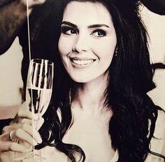 Hatice Sendil, Shoe Sketches, Turkish Beauty, Turkish Actors, Actresses, Celebrities, Gun, Women, Stars