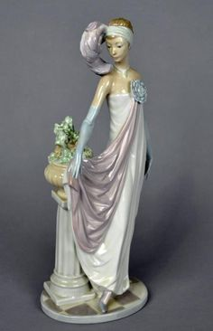 Lladro Figurine - Socialite Of The 20's