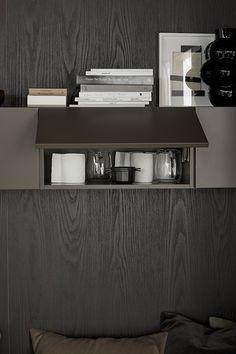 Färgen ger en varm och ombonad känsla. Den kan passa dig som gillar mörkgråa toner men vill ha en varmare känsla i köket. Brown Kitchens, Desk, Cabinet, Storage, Furniture, Home Decor, Brown, Clothes Stand, Purse Storage