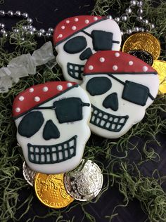 Pirates Of The Caribbean: Dead Men Tell No Tales - New Featurette and A Pirate Skull Cookie Recipe! http://mythoughtsideasandramblings.com/pirates-caribbean-dead-men-tell-no-tales-new-featurette-pirate-skull-cookie-recipe/