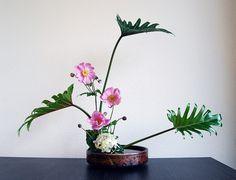 Ikebana 'Japanese anemones' by Otomodachi, via Flickr
