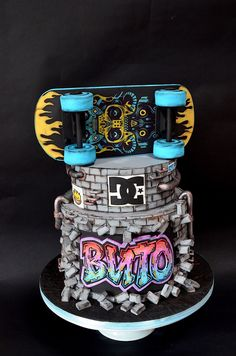 Skater cake - cake by Delice Puppy Birthday Cakes, 18th Birthday Cake, Skateboard Party, Cake Decorating Kits, Sport Cakes, Types Of Cakes, Novelty Cakes, Cakes For Boys, Pretty Cakes