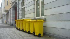Gelbe Tonnen, Düsseldorf. Yellow wheelies.