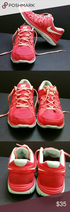 NIKE DUAL FUSION RUN 2 II WOMEN SHOES IN GOOD CONDITION WITH MINOR SCUFF ON THE FRONT TIP OF THE RIGHT SHOE AS YOU CAN SEE IN THE LAST PICTURE WHICH IS NOT NOTICEABLE WHEN YOU HAVE IT ON   SKE # GLK NIKE Shoes Athletic Shoes