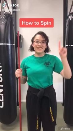 Self Defense Moves, Self Defense Martial Arts, Martial Arts Weapons, Kickboxing Workout, Gym Workout Videos, Gym Workout For Beginners, Karate, Martial Arts Techniques, Self Defense Techniques