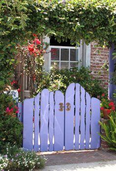 Balboa Island cottage gate, Gwen's old gate, no longer there. Garden Gates And Fencing, Garden Doors, Fence Gate, Garden Paths, Garden Landscaping, Picket Gate, Modern Garden Design, Modern Design, Garden Cottage