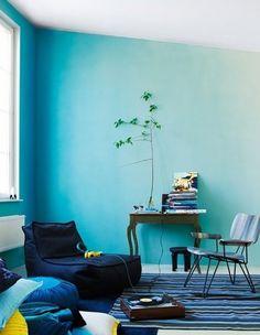 Coole Wand Streichen Ideen Mit Ombre Streichtechnik Für Moderne  Wandgestaltung Wohnzimmer Blau