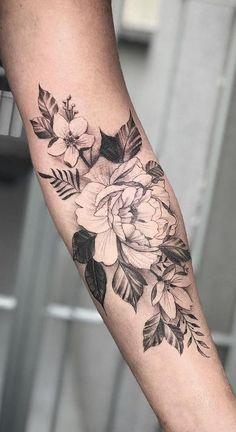 37 Tatuagens de Rosas Incríveis e o seu significado - Tätowierungen für frauen - Dream Tattoos, Girly Tattoos, Pretty Tattoos, Leg Tattoos, Beautiful Tattoos, Body Art Tattoos, Small Bff Tattoos, Arabic Tattoos, Dragon Tattoos