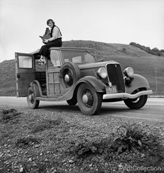 Portrait of WPA Photographer and Resettlement Administration photographer Dorothea Lange in California,åÊFeb 1936.
