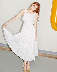 Lee Sung-kyung Models Summer Looks for ′LAP′ Korean Actresses, Korean Actors, Asian Actors, Kim Book, Lee Sung Kyung, Frock Fashion, Weightlifting Fairy Kim Bok Joo, Next Fashion, Black And White Shirt