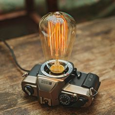 The lampholder is a real film camera, we recycle the old camera then transorm it to a table lamp. Size: 16.5cm*13.2cm*9cm Power line length: 180cm Lamp power: 40W Lamp replacement: only allow use tung