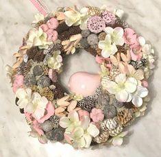 Baby Wreaths, Door Wreaths, Cute Christmas Ideas, Summer Wreath, Burlap Wreath, Diy And Crafts, Floral Wreath, Spring, Wreaths