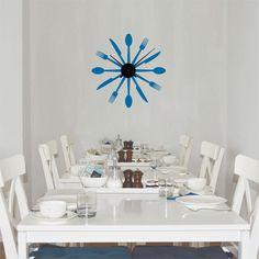 reloj de pared formado por vinilo decorativo con forma de cubiertos mecanismo grande de aluminio