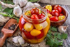 Uchovajte si chuť letných cherry paradajok aj na zimu v zaváranej podobe. Chutney, Fruit Salad, Pickles, Cucumber, Vegetables, Cherry, Food, Preserves, Fruit Salads