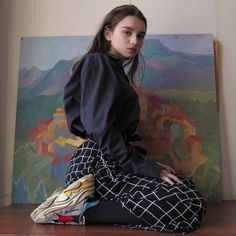 This girl looks 12 but its a nice picture ig Aesthetic Girl, Aesthetic Clothes, Urban Aesthetic, Grunge Fashion, Look Fashion, Pretty People, Beautiful People, Tumbrl Girls, Foto Pose
