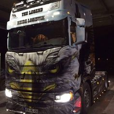 Is it a bird? Is it a griffin? Its both! Great new Scania at Heide.