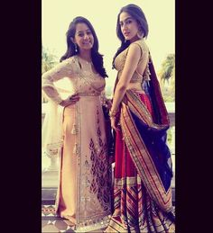 www.filmymonkey.com photos pics-saif-ali-khans-daughter-sara-poses-with-sridevis-daughters-jahnvi-khushi-at-a-wedding-99506