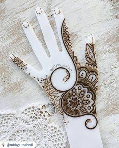 Cute Tattoo Ideas For Women – Be Creative When Deciding On Cute Tattoo Designs Aztec Tattoo Designs, Mehndi Patterns, Best Mehndi Designs, Design Tattoo, Bridal Mehndi Designs, Simple Mehndi Designs, Henna Tattoos, Tattoo Dotwork, Henna Tattoo Hand