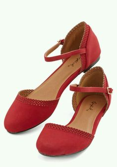 Cute Across Campus Flat in Red. Whether you're headed to the quad or the classroom, you're flaunting these fab red flats! Cute Flats, Cute Shoes, Sock Shoes, Me Too Shoes, Shoe Boots, Shoes Sandals, Red Flats, Red Shoes, Flat Shoes