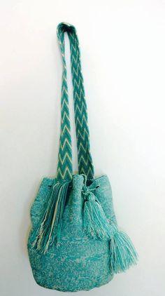 Mochila Wayuu aiguemarine en coton van MaPetiteMochila op Etsy, €80.00 Mochila Crochet, Crochet Bags, Knitted Bags, Inkle Weaving, Tablet Weaving, Yarn Wall Hanging, Tapestry Crochet, Backpack Purse, Handmade Bags