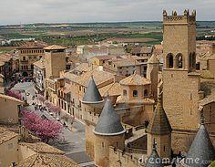 Aldea medieval de Olite, con las torres del Castillo Viejo, Navarra