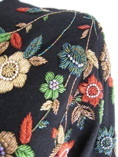 DIY Fashion Ideas – What you Need to be Creative – Designer Fashion Tips Tambour Embroidery, Couture Embroidery, Vintage Embroidery, Beaded Embroidery, Embroidery Stitches, Embroidery Patterns, Hand Embroidery, Broderie Simple, Bordado Floral