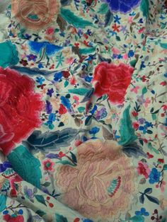 Embroidery...manton de manila antiguo bordado a mano