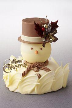 The Ritz-Carlton, Tokyo|ザ・リッツ・カールトン東京ザ・スノーマン チーズケーキマスカルポーネチーズのムースと口どけのよいスフレフロマージュを組み合わせた、雪だるまをモチーフにした愛らしいケーキは、なかに隠れた6種のベリークリームが豊かな酸味を演出する。価格|5000円(12cm)予約期間|12月20日(日)まで受け渡し期間|12月21日(月)~25日(日)販売店舗|ザ・リッツ・カールトン東京1F『ザ・リッツ・カールトン カフェ&デリ』