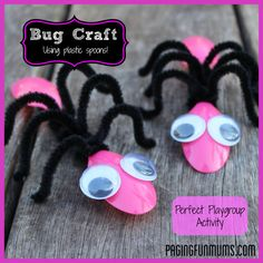 Cute BUG Craft - using Spoons and Pipe Cleaners! Such an easy activity without using many supplies - perfect for playgroups!