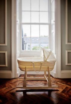 Shnuggle, the modern moses basket from the UK