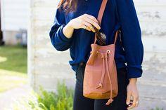 DIY: faux leather bucket bag / Faça você mesmo: bolsa saco de couro falso