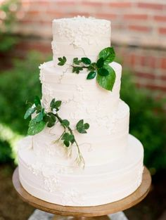 Greenery on Wedding Cake | photography by http://www.michelehartphotography.com