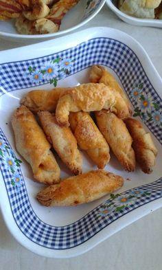Sonkás - pizzás kifli French Toast, Breakfast, Food, Pizza, Bread Baking, Morning Coffee, Meal, Essen, Hoods
