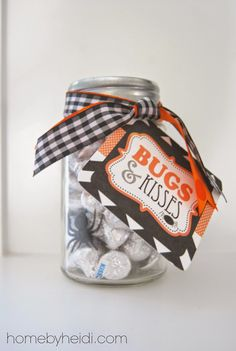 Halloween Gift Ideas (Home by Heidi) I just LOVE a good excuse to give small gifts of love! Here is what I created with a little ribbon, plastic spiders and ohhhhhhh so yummy Candy KISSES! While at TARGET, I ran into these DARLING jars. Halloween Teacher Gifts, Halloween Gift Baskets, Halloween Mason Jars, Halloween Goodies, Halloween Snacks, Holidays Halloween, Halloween Diy, Happy Halloween, Halloween Decorations