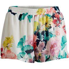 Shorts de flores sedoso de Vila Clothes ($22) ❤ liked on Polyvore featuring shorts, flower print shorts, short shorts, print shorts, floral shorts and vila