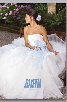 Buon weekend e auguri ragazzi!! Noi vi aspettiamo a Lugano a Miss e Mister Ticino!!!! Stay tuned www.tosettisposa.it #abitidasposa2015 #wedding #weddingdress #tosetti #abitidasposo #abitidacerimonia #abiti #tosettisposa #nozze #bride #modasottoleate lle #alessandrotosetti #domoadami #nicole #pronovias #alessandrarinaudo# realtime #l'abitodeisogni #simonarulli #aireinbarcellona #rosaclara'#airebarcellona # زواج #брак #فساتين زفاف #Свадебное платье #حفل زفاف في إيطاليا #Свадьба в Италии