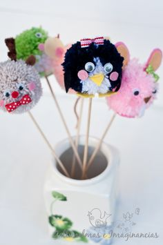 Adorable DIY for animal pompoms (uses your hands and not cardboard or plastic tools) Diy For Kids, Crafts For Kids, Diy Crafts, Little Critter, Crochet Patterns, Creations, Ideas Para, Diy Ideas, Hands